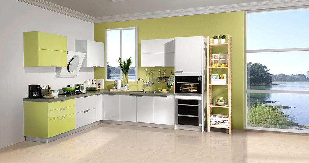 厨房空间较小白色或乳白色是比较好的选择